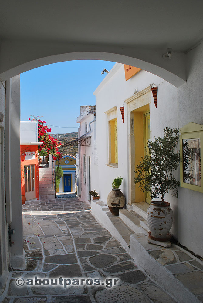Alley with arch in Lefkes